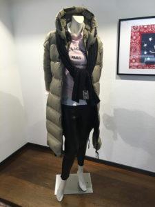 look femme doudoune, legging et pull